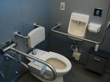 拝島駅北口多目的トイレ