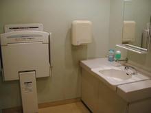 いなげや日野万願寺駅前店 2階多目的トイレ