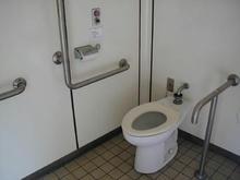 立川公園 菖蒲園多目的トイレ