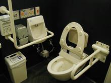 ルミネ2 2階東多目的トイレ