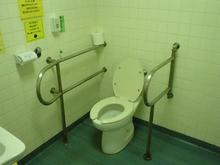 武蔵野市西部図書館 1階多目的トイレ