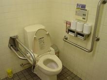 Jマート三鷹店多目的トイレ