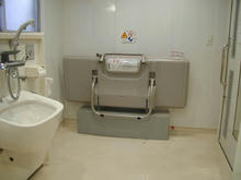 小金井市立図書館 1階多目的トイレ