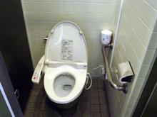 東京学芸大学(小金井キャンパス)講義棟トイレ