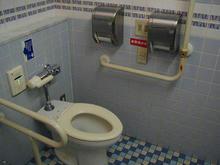 三鷹ロンロンの多目的トイレ