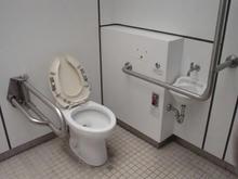 関戸三丁目公園多目的トイレ