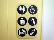 クロスガーデン多摩 外回廊2階多目的トイレ