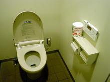 国立天文台三鷹キャンパス 見学者コース4D2Uドームシアター 外トイレ