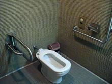 昭和記念公園 日本庭園西多目的トイレ