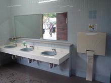 昭和記念公園 西立川口ゲート内トイレ