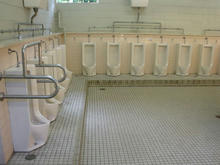 西武球場前駅 外トイレ
