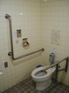 国立市公民館 1階多目的トイレ