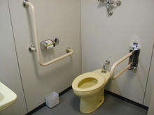 柴崎市民体育館 地下1階多目的トイレ