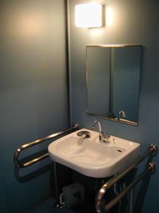 シネマTWO 2階多目的トイレ