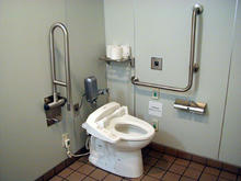 サミットストア善福寺店 1階多目的トイレ