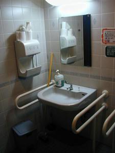 サエキ是政食品館 1階トイレ