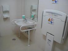 いなげや東村山市役所前店多目的トイレ