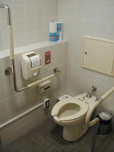 東京都写真美術館 1階ホール多目的トイレ