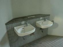 多磨霊園 名誉霊域通りトイレ
