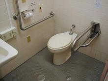 ひばりが丘公民館 多目的トイレ