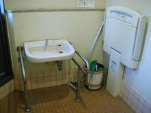 田中町住宅第一公園多目的トイレ