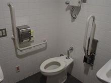 味の素スタジアム 正面ゲート多目的トイレ