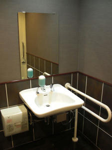 新宿バルト9 13階多目的トイレ