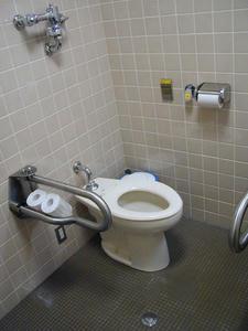 府中競馬場 競馬博物館1階多目的トイレ