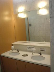 伊勢丹府中店 1階トイレ