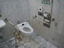 伊勢丹府中店 1階多目的トイレ
