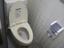 ユニクロ小平鈴木店 外トイレ