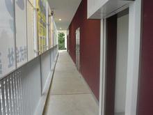 ヴィクトリアゴルフ三鷹野崎店外 2階回廊多目的トイレ