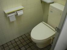 いなげや調布染地店 外トイレ