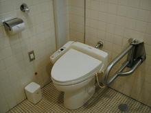 京王プラザホテル多摩 1階メインエントランス多目的トイレ