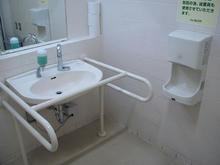 いなげや新座野寺店多目的トイレ