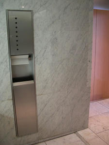 三鷹市芸術文化センター 1階トイレ