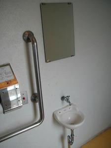 善福寺公園 中央橋多目的トイレ