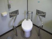 天神じゃぶじゃぶ公園多目的トイレ