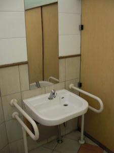 西郷銅像下公衆多目的トイレ