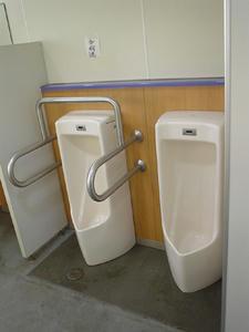 立川公園 新堤防運動広場トイレ