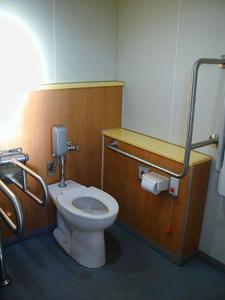 立川公園 新堤防運動広場多目的トイレ