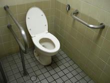 西武新宿駅前公衆多目的トイレ