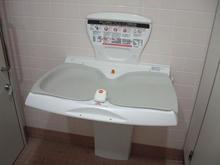 ウエルシア東福生店 外多目的トイレ
