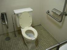 スーパーオザム中富店多目的トイレ