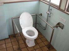 本郷給水所公苑多目的トイレ