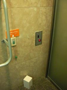 遊就館 玄関ホール多目的トイレ