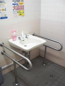コジマNEW東大和店 1階多目的トイレ