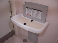 いなげや小金井本町店多目的トイレ