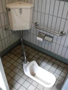 しまむら秋津店 外トイレ