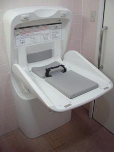 ウエルシア府中天神店 外多目的トイレ
